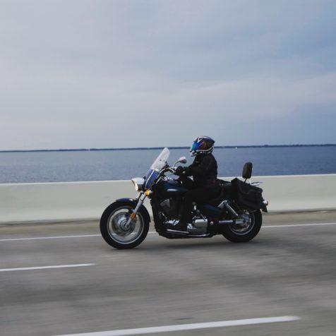 Parce qu'un accident ne prévient jamais avant de se produire, l'assurance moto et scooter permet aux propriétaires de moto de se protéger en cas d'accident.